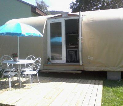 Terrasse tente meublée Ariège